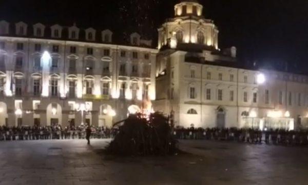 Torino, torna il falò della libertà